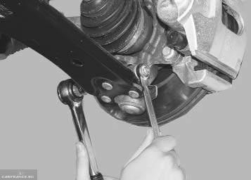 Процесс демонтажа шаровой опоры Форд Фокус 2