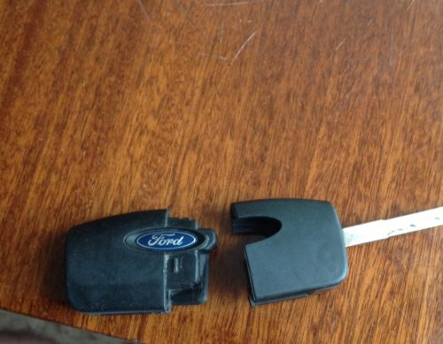 Процесс демонтажа платы с батарейкой ключа Форд Фокус 2