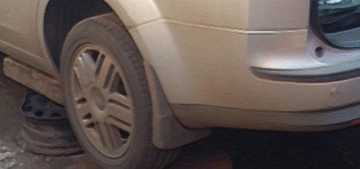 В процессе снятия бензобака на Форд Фокус 2