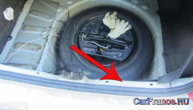 Багажник Пежо 307 без пластиковой накладки