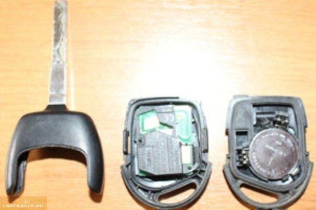Замена батарейки в чип ключе Форд Фокус 2