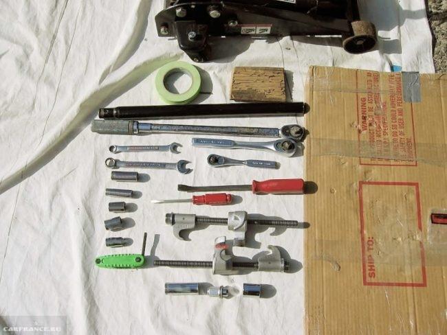 Инструменты для установки проставок на пружины Тойота Королла