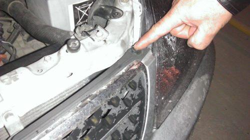Крепление решетки радиатора Тойота Королла