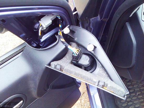 Демонтаж деталей двери Форд Фьюжн
