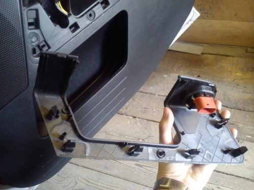 Снимаем панель управления стеклоподъёмниками Форд Фьюжн