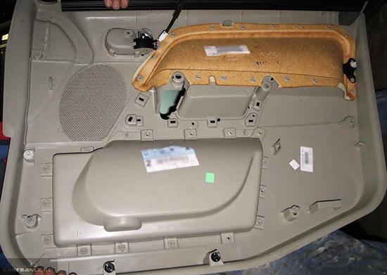 Демонтаж облицовки передней двери Форд Фьюжн