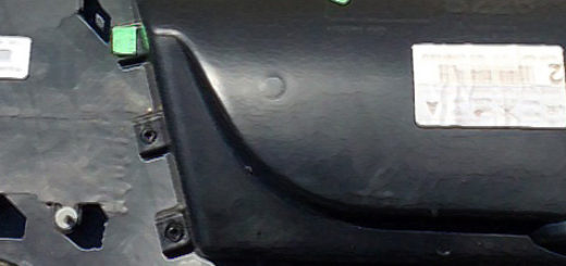 Демонтированная обшивка передней двери на Форд Фьюжн тыльная сторона