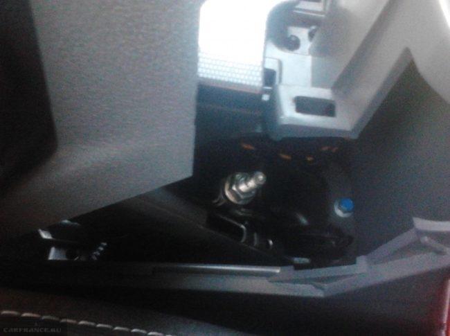 Регулировочная гайка механизма ручника на Форд Фокус 2