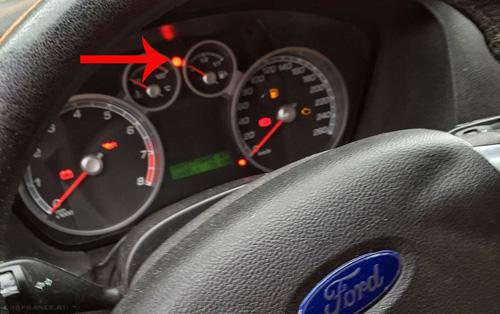 Горит значок иммобилайзера на панели приборов Форд Фокус 2