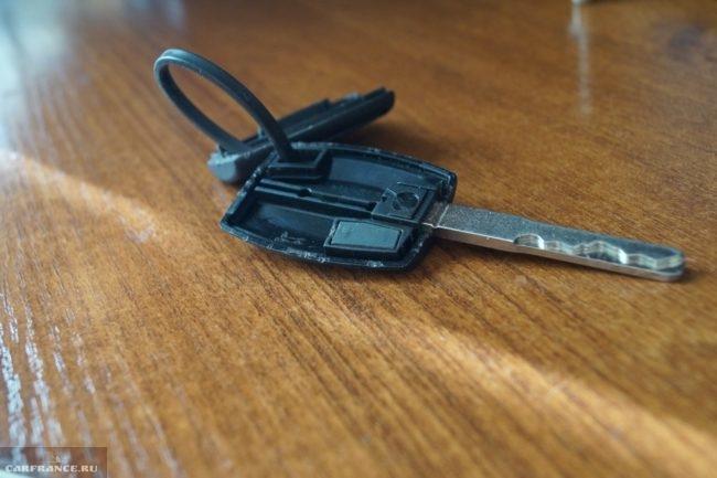 Разобранный ключ зажигания Форд Фокус 2