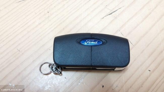 Внешний вид ключа зажигания на Форд Фокус 2 выкидной ключ