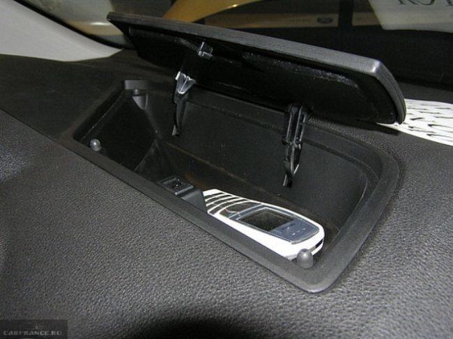 Верхний бардачок на торпеде Форд Фокус 2