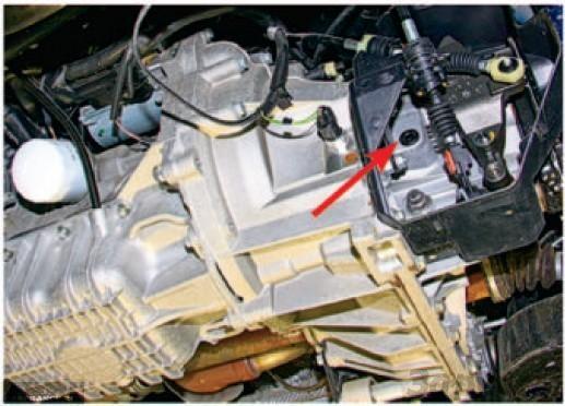 Маслозаливная горловина на КПП Форд Фьюжн