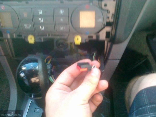 Процесс подключения AUX разъема Форд Фокус 2