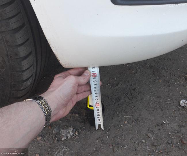 Замер клиренса на Форд Фокус 2 с проставками для увеличения клиренса