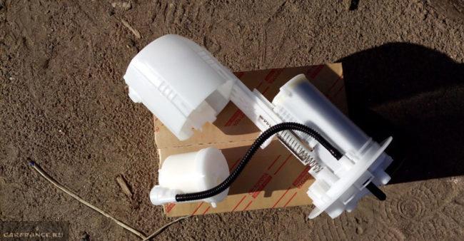 Родной топливный фильтр на Тойота Королла 77024-12050