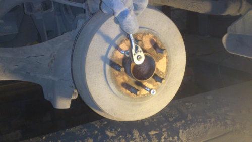 Снятие заднего тормозного барабана на Форд Фокус 2