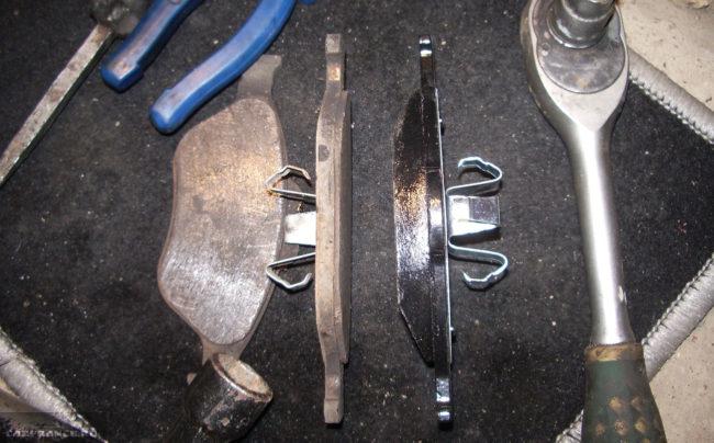Старые и новые тормозные колодки на Форд Фьюжн