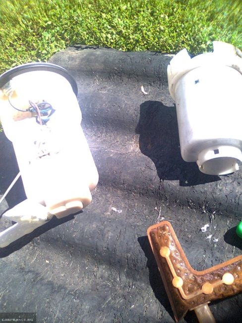 Старый и новый топливный фильтр Тойота Королла
