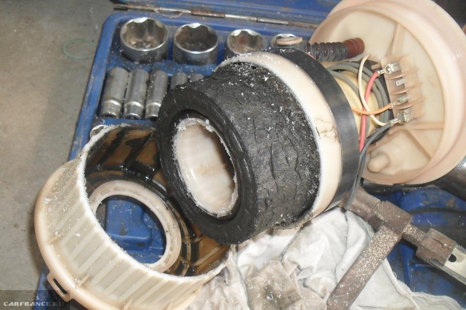Где находится топливный фильтр на форде фокусе 1