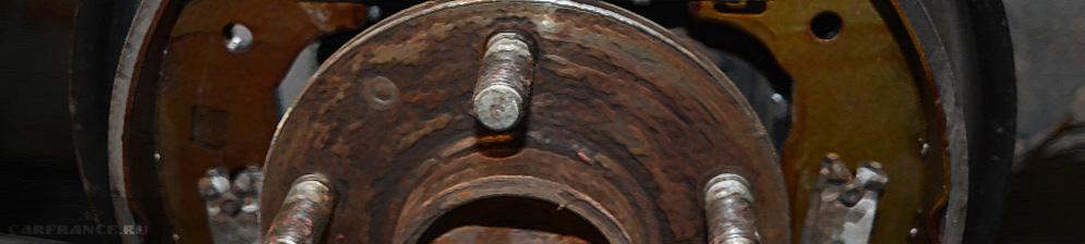 В процессе замены тормозных барабанных колодок Форд Фокус 2
