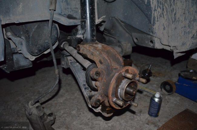 WD-40 и демонтаж передней ступицы на Форд Фьюжн