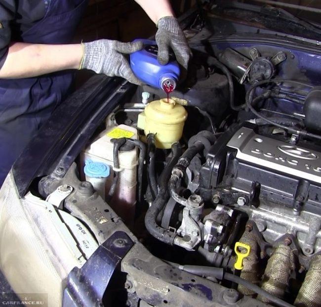 Процесс заливки нового масла гур форд фокус 2 под капотом