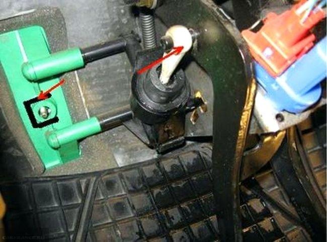Демонтаж педали сцепления на форд фокус 2