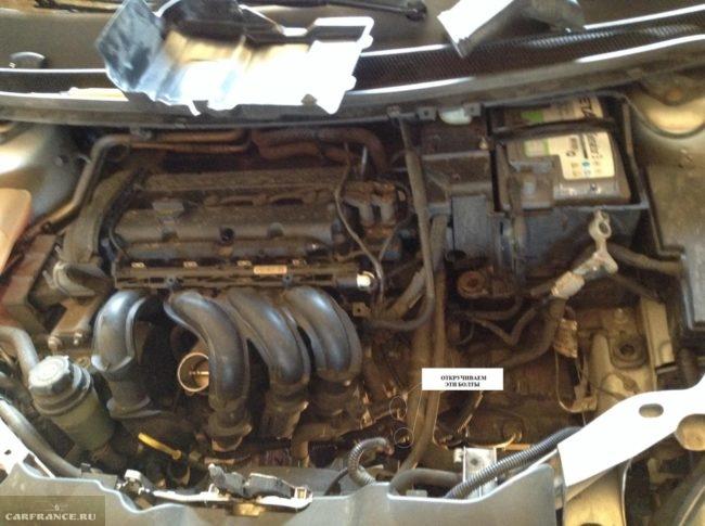 Два болта крепления стартера на Форд Фокус 2
