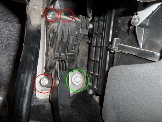 Крепления педали тормоза на Форд Фокус 2