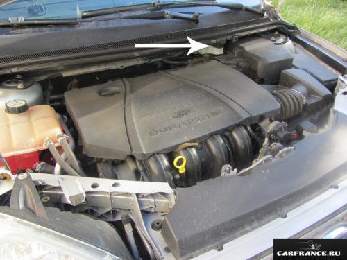 Расположение бачка с тормозной жидкостью на Форд Фокус 2