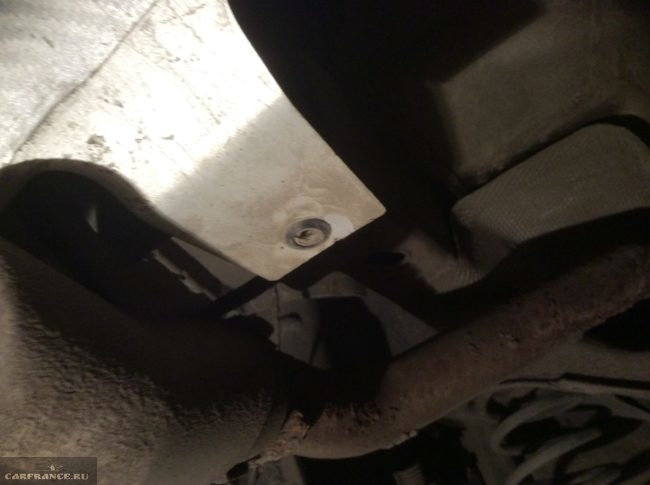 Пистон крепления заднего бампера на Форд Фокус 2