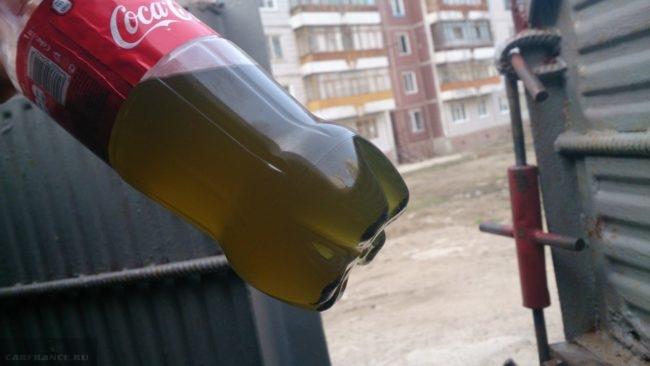 Старая тормозная жидкость на Форд Фокус 2 в бутылке