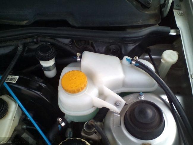 Расширительный бачок системы охлаждения двигателя Дэу Нексия 8 клапанов
