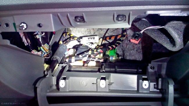 Блок предохранителей в салоне Форд Фокус 2