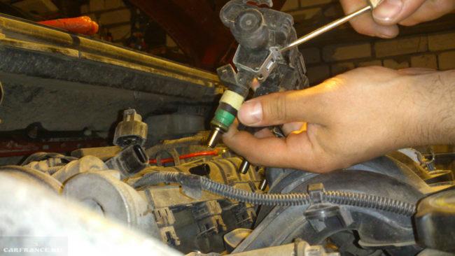 осмотр топливных форсунок на Форд Фокус 2