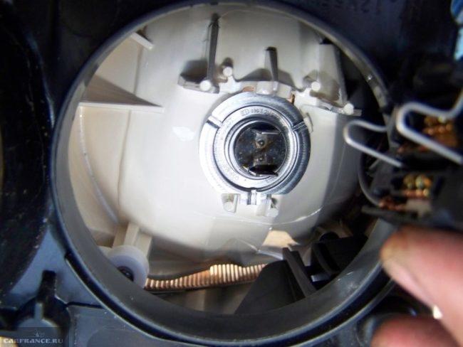 Лампа ближнего света Форд Фокус 2 вблизи