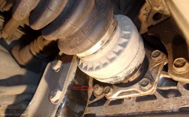 Пробка контрольного отверстия залива масла в коробке передач на Дэу Нексия