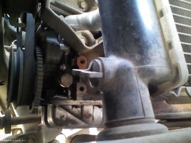Сливной кран радиатора охлаждения в Дэу Нексия