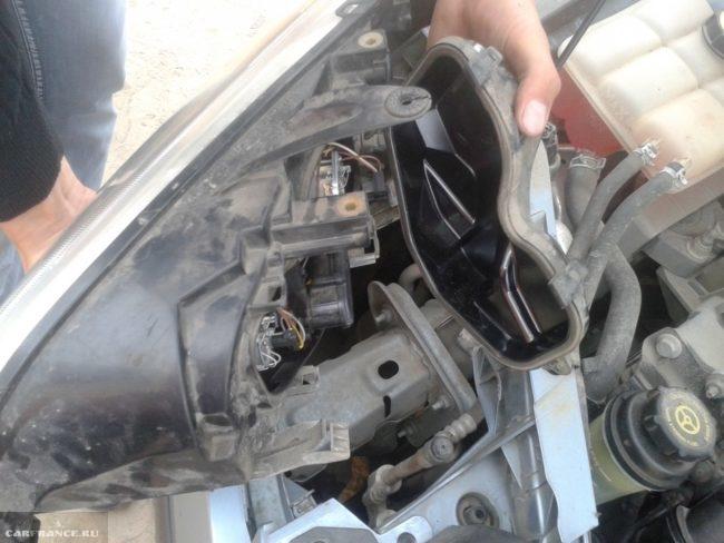 Задняя крышка фары Форд Фокус 2
