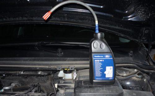 Самодельная насадка на пробку для заливки тормозухи в Форд Фокус 2