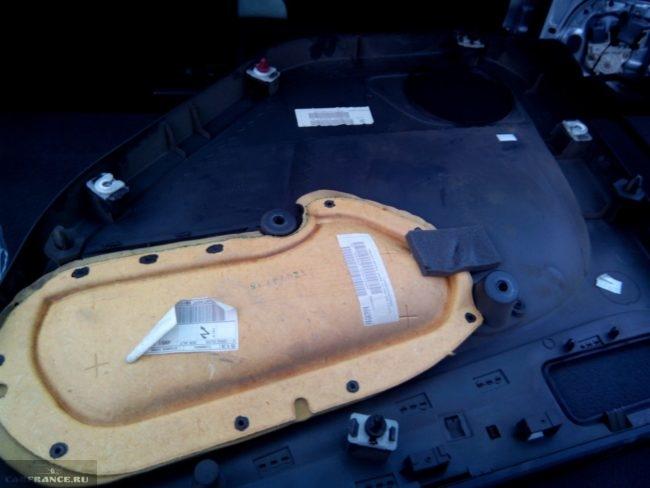 Обшивка задней двери Форд Фокус 2, вид изнутри