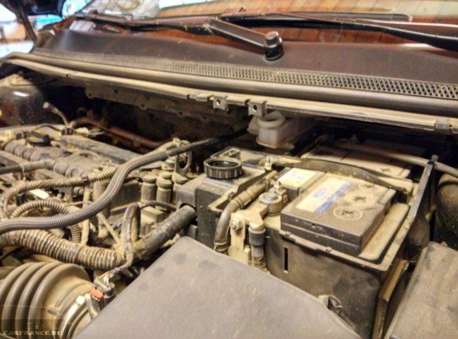 Находим расширительный бачок на автомобиле Форд Фокус 2