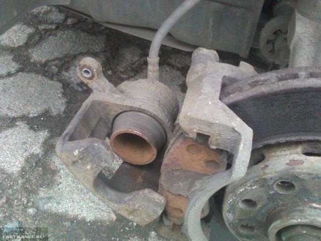 Суппорт передних тормозов у Дэу Нексия