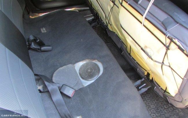 Лючок бензонасоса в автомобиле Дэу Нексия