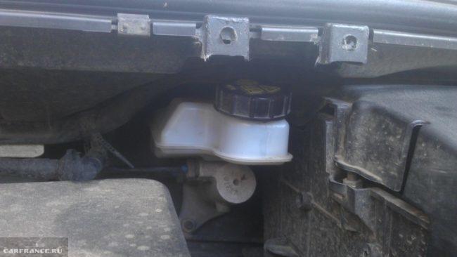 Расширительный бачок тормозной системы Форд Фокус 2