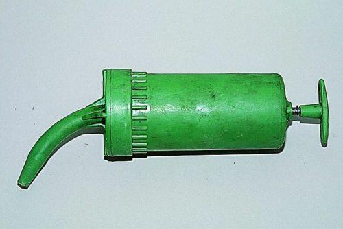 Пластиковый шприц используется при замене масла в КПП