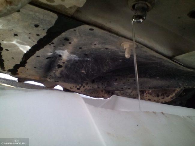 Слив антифриза из системы охлаждения двигателя Дэу Нексия