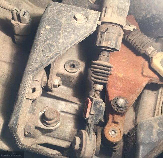 Сливные отверстия коробки механической передач на Форд Фокус 2