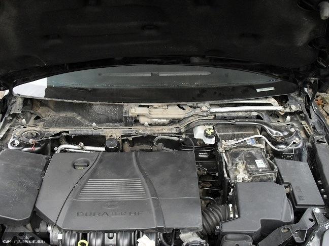Снятие пластиковой декоративный крышки под капотом Форд Фокус 2
